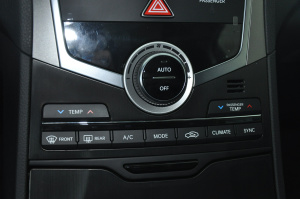 进口现代雅尊 中控台空调控制键