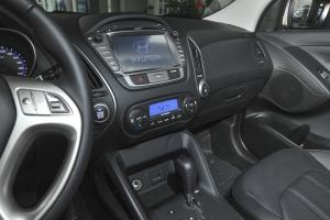 ix35中控台驾驶员方向