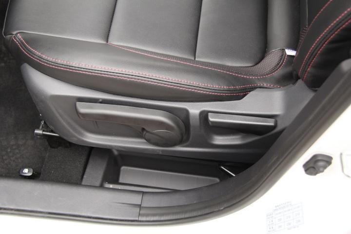 长安轿车CS35座椅调节键 新款长安CS35座椅调节键 长安CS35内饰图高清图片