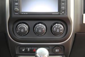 指南者(进口)中控台空调控制键