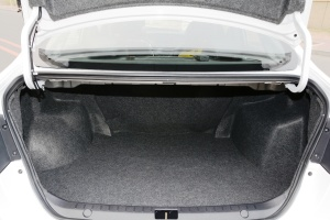 V5菱致2015款 plus 1.5L CVT 智尊型 外观皓月白