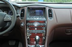 英菲尼迪QX50中控台正面图片