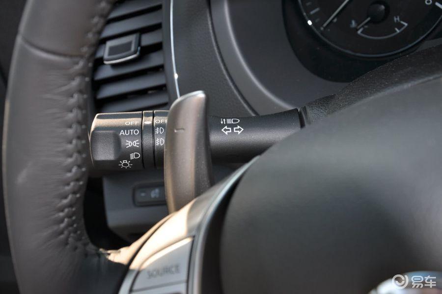 【天籁2015款天籁·公爵 2.5XV 欧冠荣耀版大灯远近光调节柄汽车图图片