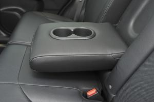 CR-V后排扶手