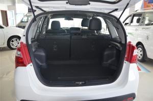 利亚纳A6两厢              行李箱空间