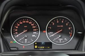 进口宝马2系多功能旅行车 仪表盘背光显示