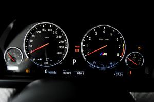 进口宝马M5 仪表盘背光显示