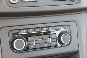 大众Amarok 中控台空调控制键