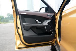 X7驾驶员侧车门内门板