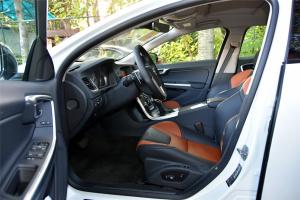 沃尔沃V60 Cross Country前排空间图片