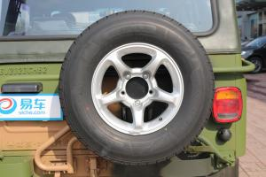 北汽BJ212 备胎