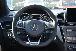 奔驰GLE级AMG方向盘图片
