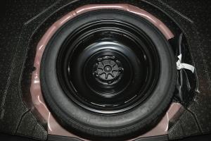 昂克赛拉两厢 备胎