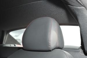 奥迪R8驾驶员头枕图片
