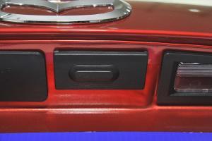 昂克赛拉三厢 行李箱门外的开启键