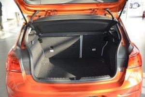 进口宝马1系 行李箱空间