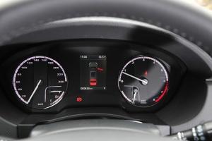 观致5 SUV仪表盘背光显示图片