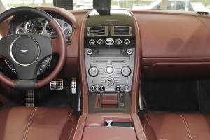 阿斯顿·马丁V8 Vantage中控台整体图片