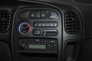 瑞风                   中控台空调控制键
