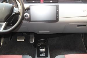 众泰E200中控台正面图片