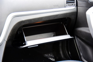 帝豪EV300手套箱