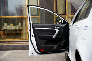 帝豪EV驾驶员侧车门内门板