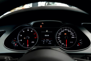 进口奥迪A4 allroad 仪表盘背光显示