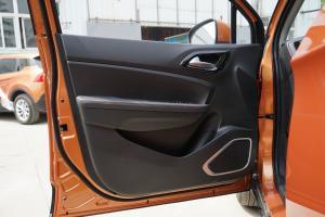 V3驾驶员侧车门内门板