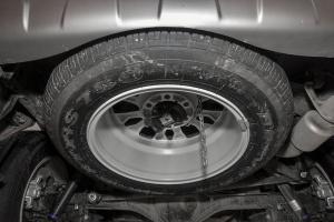 驭胜S350               备胎