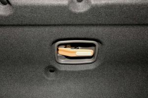 帝豪EV3002016款 精英型 外观墨玉黑 内饰黑色