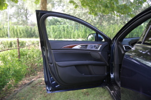 MKZ驾驶员侧车门内门板