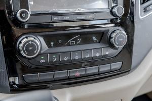 图雅诺中控台空调控制键