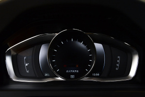 沃尔沃V60 Cross Country 仪表盘背光显示