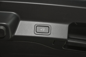 F-PACE2016款 2.0T(240PS) 都市尊享版 外观极光白 内饰黑色