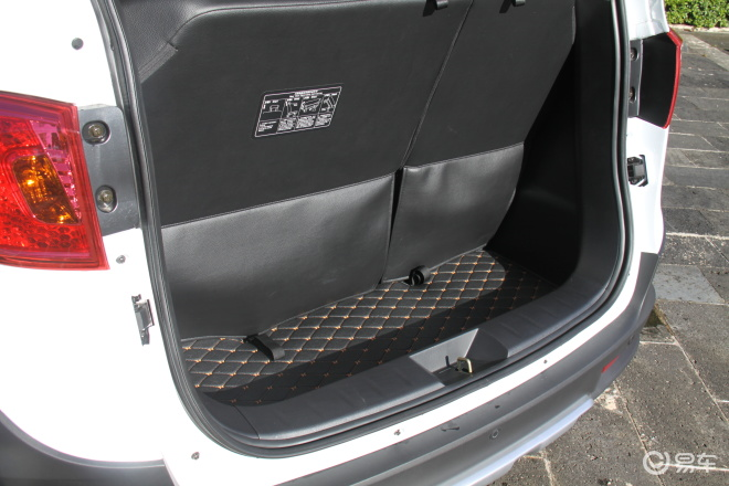 潍柴英致G5G5行李箱空间
