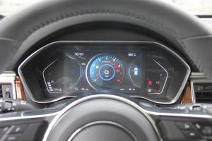 众泰SR9仪表盘背光显示图片