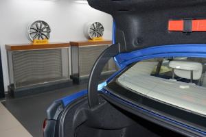宝马1系行李厢支撑杆图片