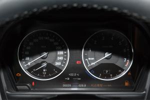 宝马1系仪表盘背光显示图片