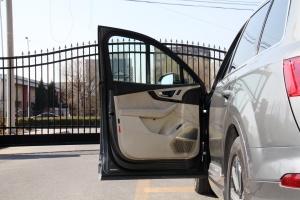 Q7驾驶员侧车门内门板
