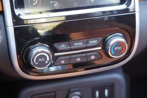 eQ1中控台空调控制键