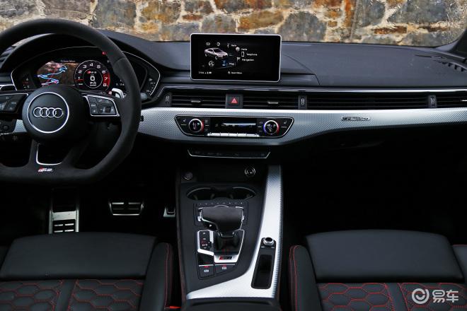 奥迪RS 5RS 5中控台整体