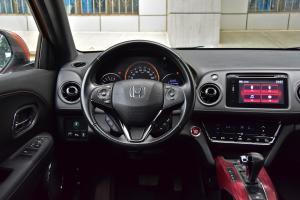 XR-V驾驶位区域