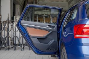 朗行2017款 230TSI  DSG 豪华版 外观自由蓝 内饰黑色