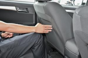 荣威350后排腿部空间体验图片