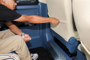 T6后排腿部空间体验图片