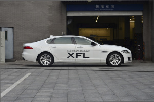 XFL正侧车头向右水平