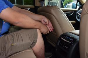 凯迪拉克XT5后排腿部空间体验图片