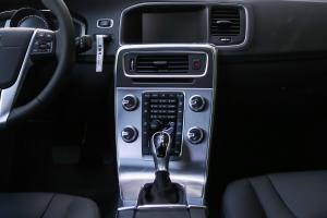 沃尔沃S60L中控台整体图片