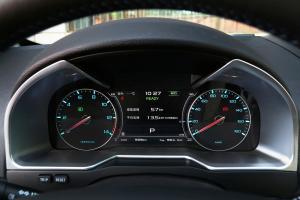 帝豪EV300前排