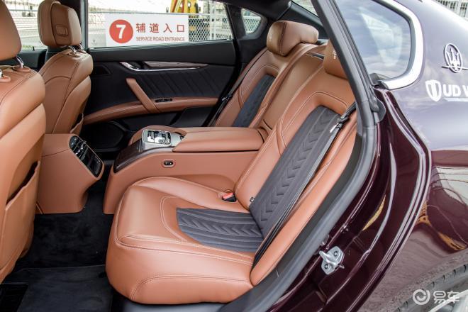 QuattroporteQuattroporte后排座椅